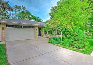 Photo 1: 59 Riverwood Parkway in Toronto: Stonegate-Queensway House (Bungalow) for sale (Toronto W07)  : MLS®# W4491035