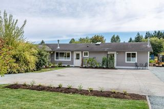 Photo 1: 3487 Beachwood Rd in : CV Courtenay City House for sale (Comox Valley)  : MLS®# 885437