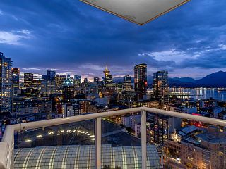 """Photo 5: 2502 550 TAYLOR Street in Vancouver: Downtown VW Condo for sale in """"THE TAYLOR"""" (Vancouver West)  : MLS®# V1071091"""
