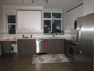 Photo 2: 302 7533 Gilley Avenue in Burnaby: South Slope Townhouse for sale (Burnaby South)
