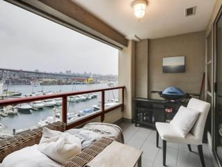 """Photo 3: 302 1008 BEACH Avenue in Vancouver: Yaletown Condo for sale in """"1000 BEACH"""" (Vancouver West)  : MLS®# R2527239"""