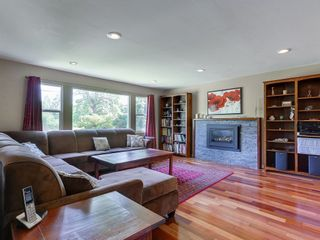 Photo 2: 586 THOMPSON Avenue in Coquitlam: Coquitlam West House for sale : MLS®# R2175059