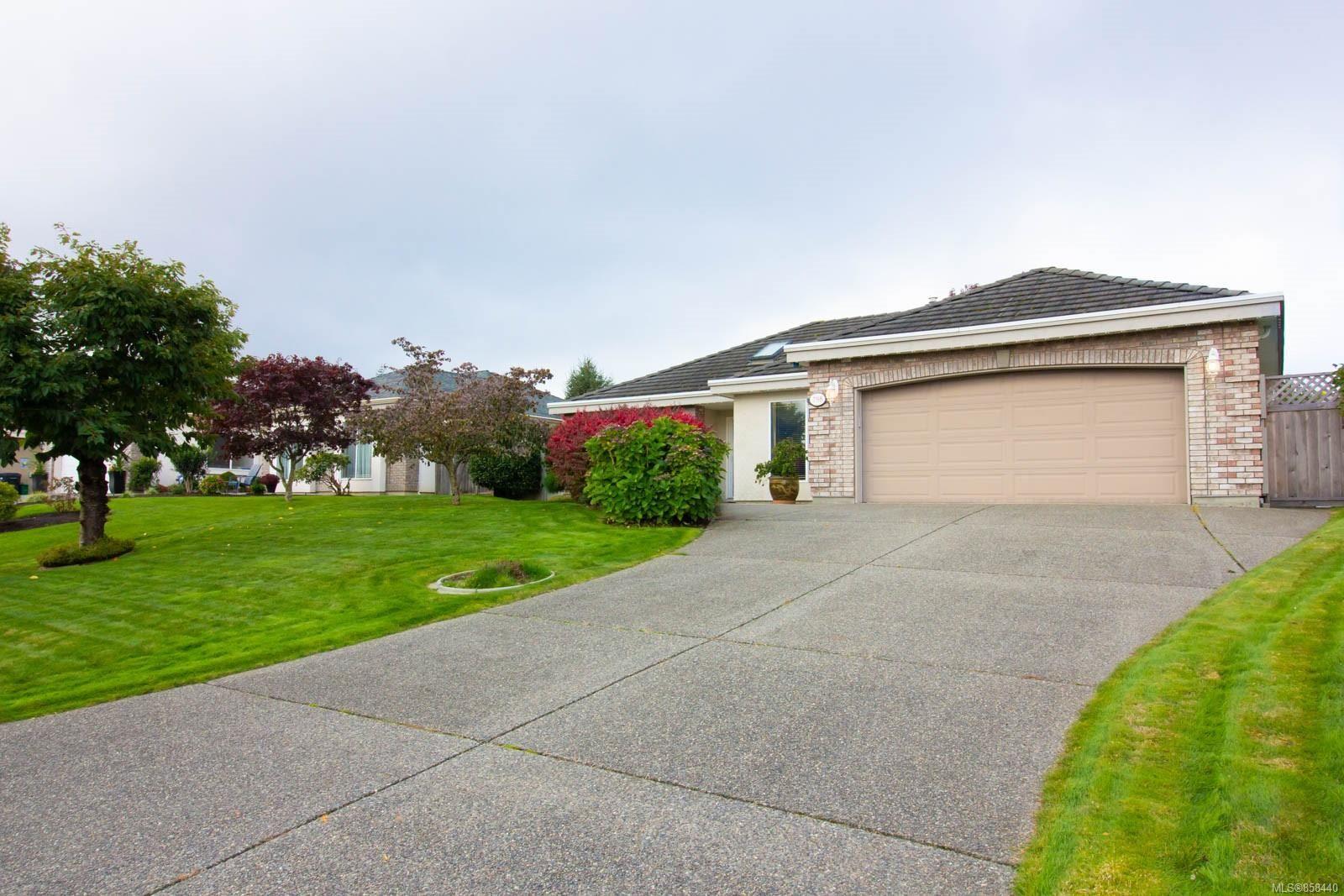 Photo 35: Photos: 798 Devon Pl in : PQ Qualicum Beach House for sale (Parksville/Qualicum)  : MLS®# 858440