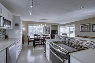 Photo 7: 63 WOODBOROUGH Crescent SW in Calgary: Woodbine Detached for sale : MLS®# C4275508