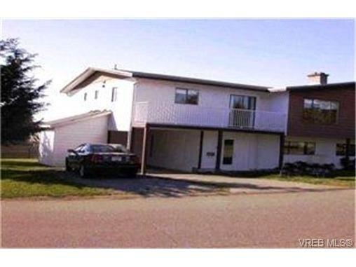 Main Photo:  in VICTORIA: SE Lambrick Park Half Duplex for sale (Saanich East)  : MLS®# 391545