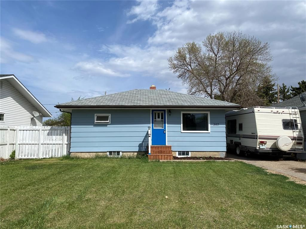 Main Photo: 307 Simpson Street in Outlook: Residential for sale : MLS®# SK871504