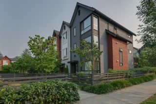 """Photo 3: 40 2310 RANGER Lane in Port Coquitlam: Riverwood Townhouse for sale in """"Fremont Blue by Mosaic"""" : MLS®# R2195292"""