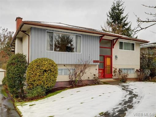 Main Photo: 1740 Mortimer St in VICTORIA: SE Mt Tolmie House for sale (Saanich East)  : MLS®# 750626