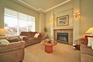 Photo 3: 6484 CLAYTONWOOD Gate in Surrey: Cloverdale BC House for sale (Cloverdale)  : MLS®# F1214656