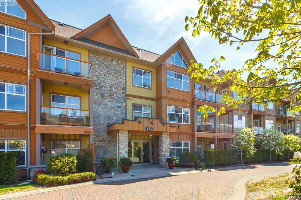 Main Photo: 302 1959 Polo Park Cres in NEW WESTMINSTER: CS Saanichton Condo for sale (Central Saanich)  : MLS®# 809414