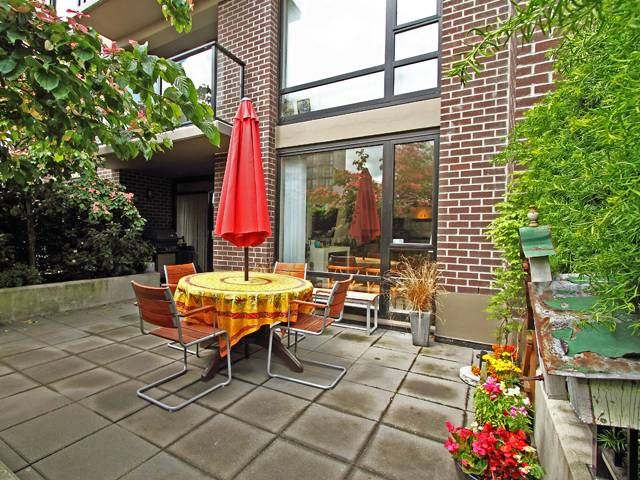 """Main Photo: 308 151 W 2ND Street in North Vancouver: Lower Lonsdale Condo for sale in """"SKY"""" : MLS®# V835338"""