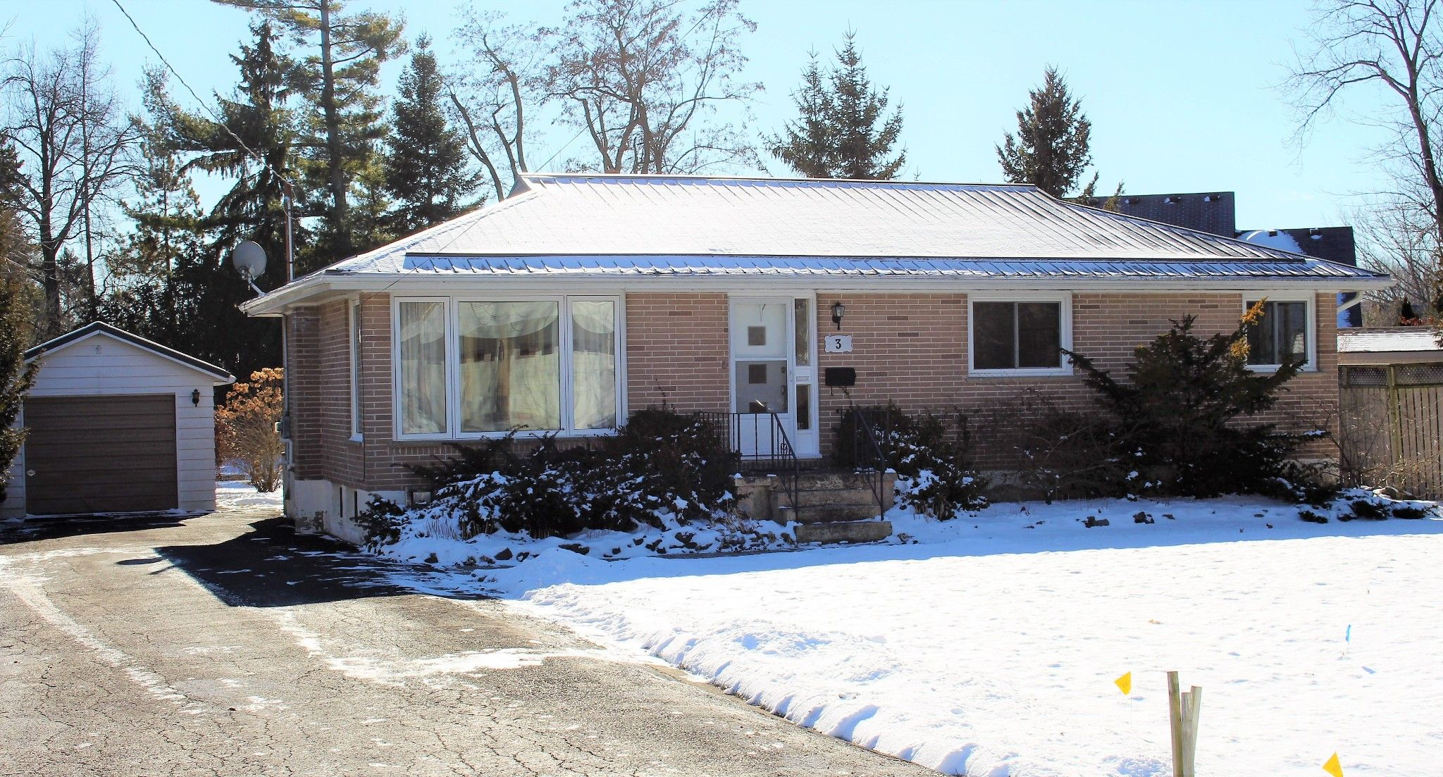 Main Photo: 3 Orchanrd Avenue in Cobourg: House for sale : MLS®# 40061204