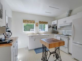 Photo 7: 1104 Glenora Pl in : SE Maplewood House for sale (Saanich East)  : MLS®# 882585