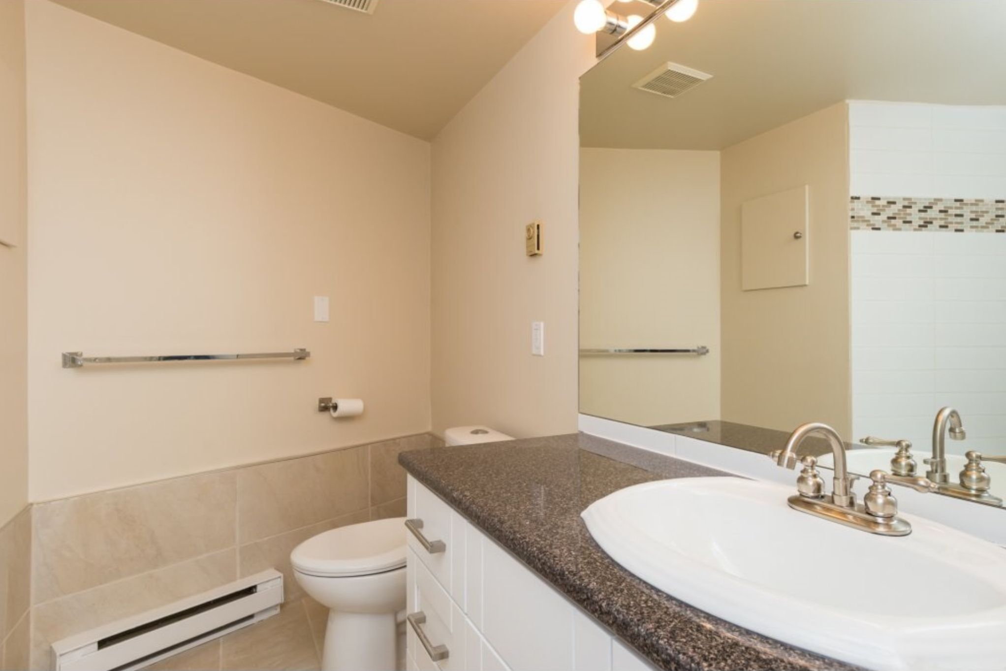Photo 12: Photos: 410, 15111 Russell Avenue: White Rock Condo for sale (South Surrey White Rock)  : MLS®# R2152299