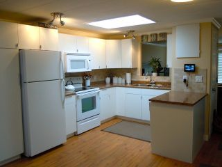 """Photo 4: 82 15875 20TH Avenue in Surrey: King George Corridor Manufactured Home for sale in """"SEA RIDGE BAYS"""" (South Surrey White Rock)  : MLS®# F1405552"""