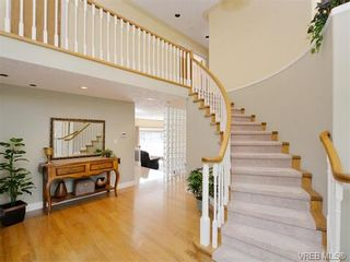 Photo 2: 917 Maltwood Terr in VICTORIA: SE Broadmead House for sale (Saanich East)  : MLS®# 751326