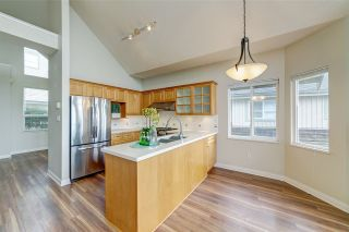 """Photo 2: 414 1485 PARKWAY Boulevard in Coquitlam: Westwood Plateau Townhouse for sale in """"Silver Oaks by Polygon"""" : MLS®# R2435122"""