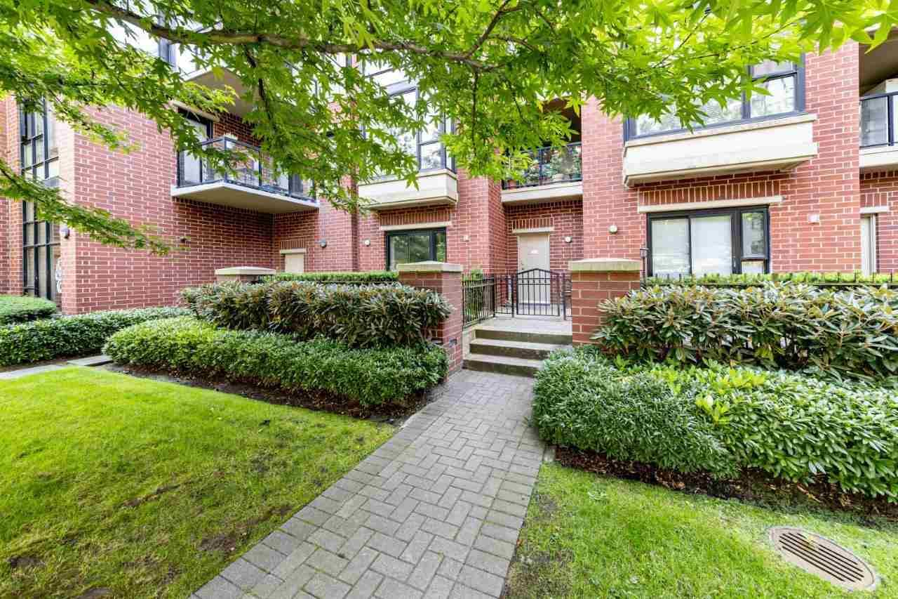 """Main Photo: 1 11 E ROYAL Avenue in New Westminster: Fraserview NW Townhouse for sale in """"Victoria Hill"""" : MLS®# R2496427"""
