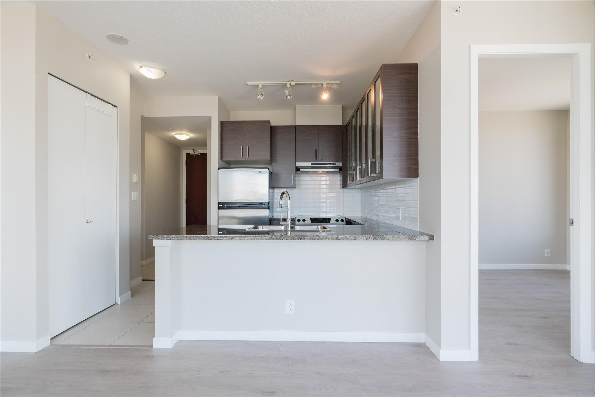 """Main Photo: 2306 2345 MADISON Avenue in Burnaby: Brentwood Park Condo for sale in """"OMA 1"""" (Burnaby North)  : MLS®# R2603843"""