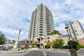 """Photo 3: 1705 1 RENAISSANCE Square in New Westminster: Quay Condo for sale in """"The Q"""" : MLS®# R2623606"""