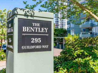 Photo 1: 907 295 GUILDFORD Way in Port Moody: North Shore Pt Moody Condo for sale : MLS®# R2571623