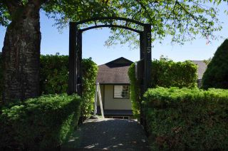Photo 2: 515 TEMPE Crescent in North Vancouver: Upper Lonsdale House for sale : MLS®# R2504200