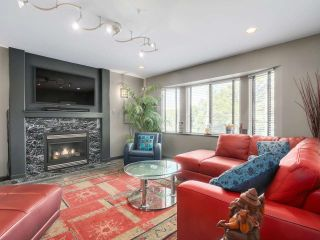 Photo 3: 600 E 14TH AVENUE in Vancouver: Mount Pleasant VE House for sale (Vancouver East)  : MLS®# R2074713
