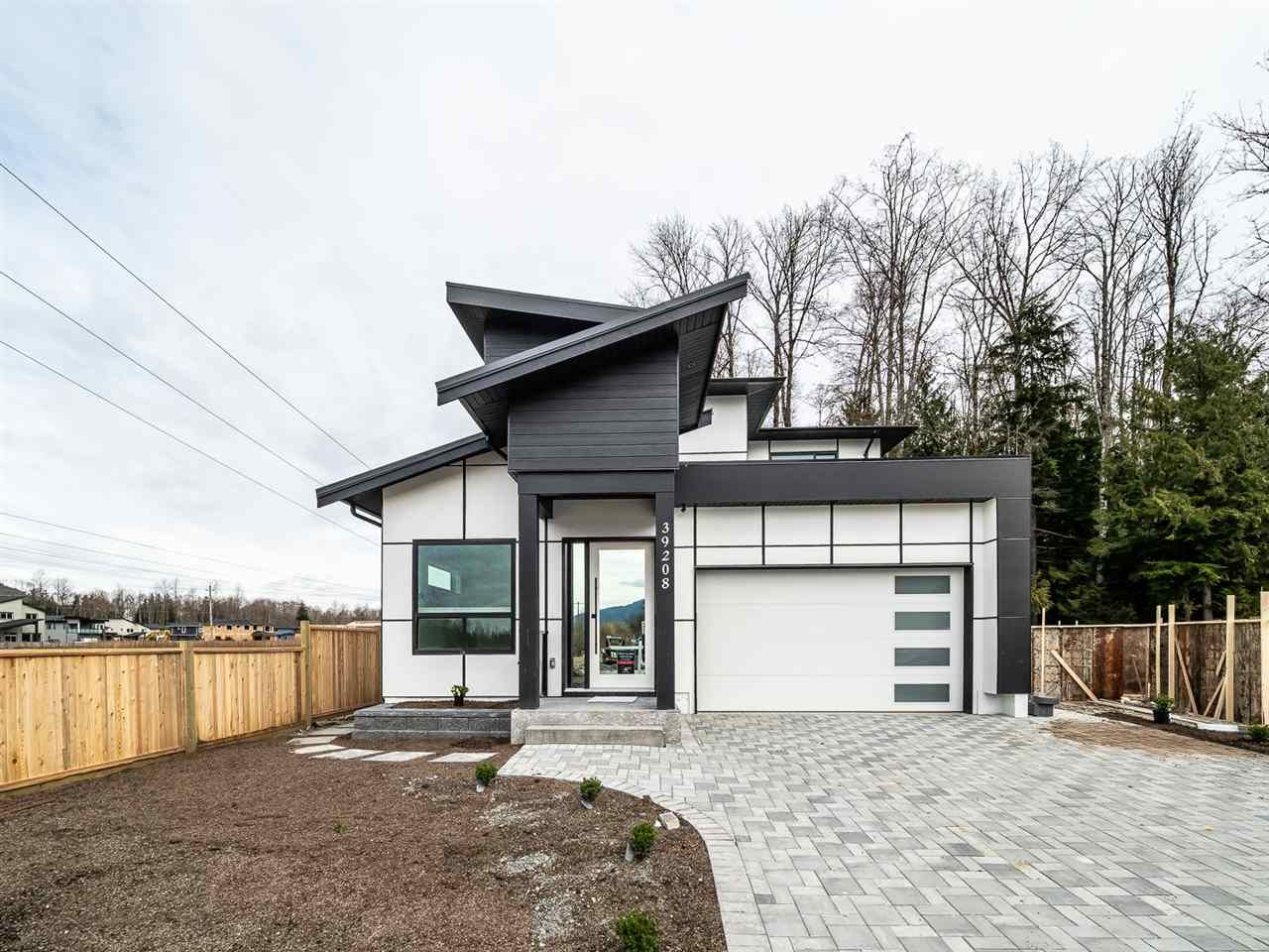 """Main Photo: 39208 WOODPECKER Place in Squamish: Brennan Center House for sale in """"RAVENSWOOD"""" : MLS®# R2497248"""