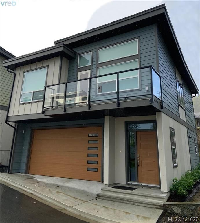 Main Photo: 2104 Echo Valley Crt in VICTORIA: La Bear Mountain House for sale (Langford)  : MLS®# 833271