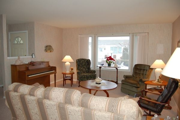 Photo 3: Photos: 204 Hummingbird Lane in Penticton: North Residential Detached for sale : MLS®# 112275
