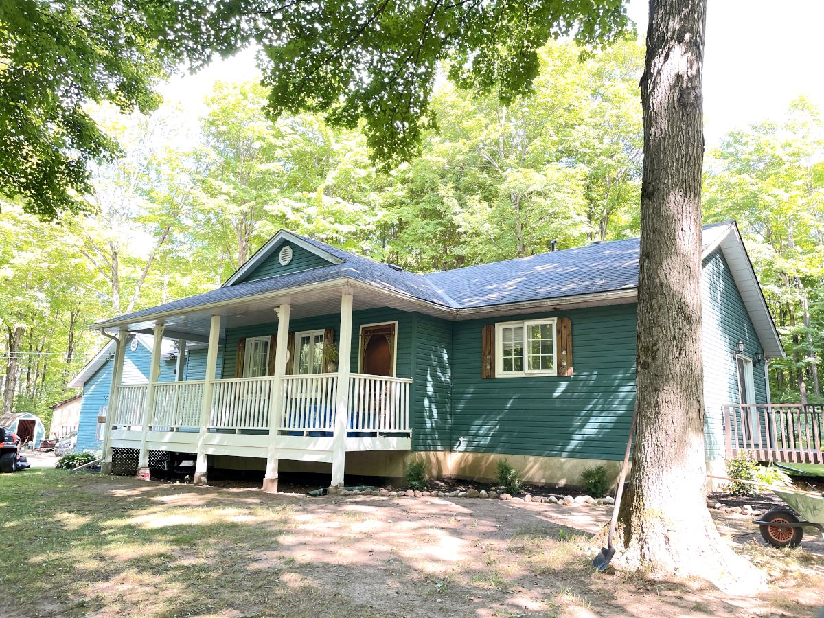 Main Photo:  in Oro-Medonte: House for sale
