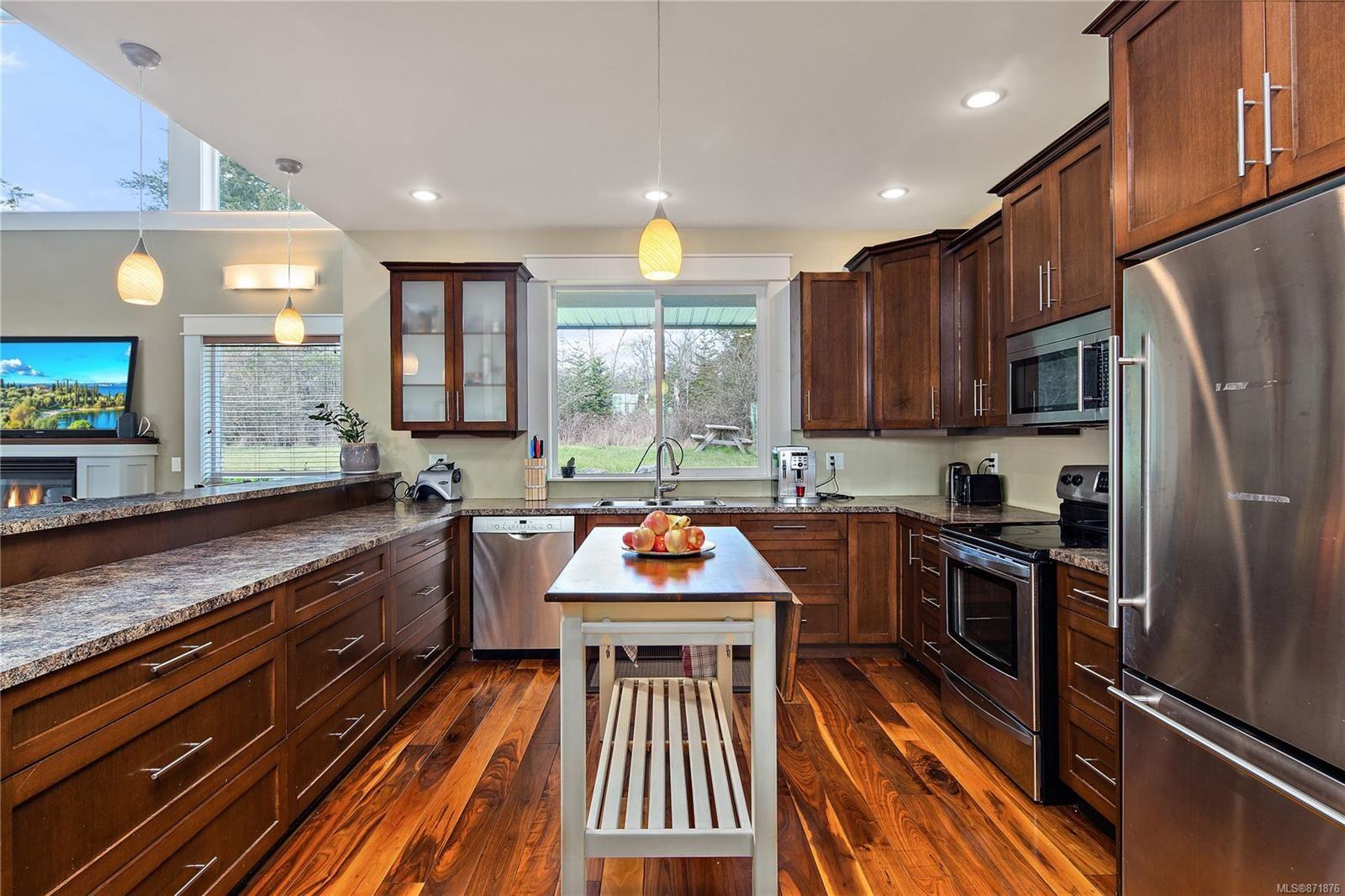 Photo 12: Photos: 4420 Wilkinson Rd in : SW Royal Oak House for sale (Saanich West)  : MLS®# 871876