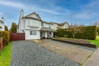 Photo 1: 26593 28 Avenue in Langley: Aldergrove Langley House for sale : MLS®# R2526387