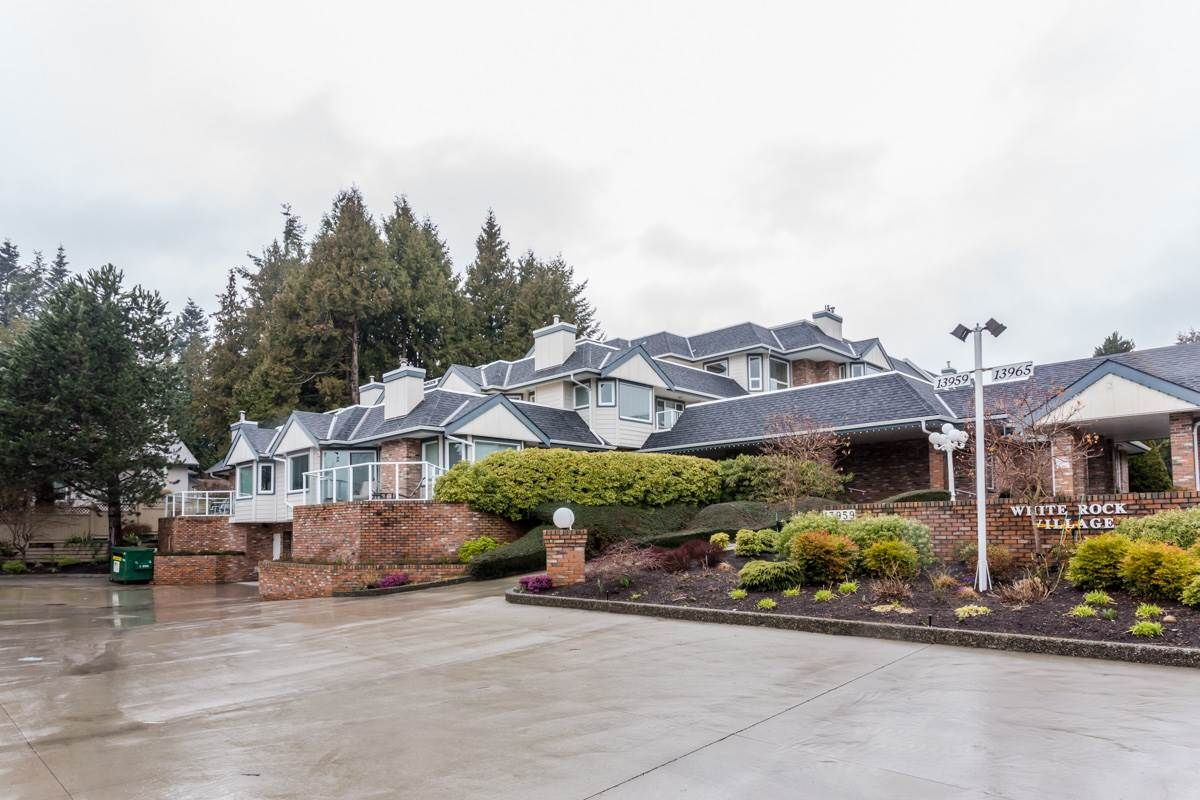 "Main Photo: 102 13959 16 Avenue in Surrey: Sunnyside Park Surrey Condo for sale in ""White Rock Village - Wiltshire House"" (South Surrey White Rock)  : MLS®# R2147900"