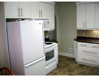 Photo 3: 318 MOORGATE Street in WINNIPEG: St James Residential for sale (West Winnipeg)  : MLS®# 2812483