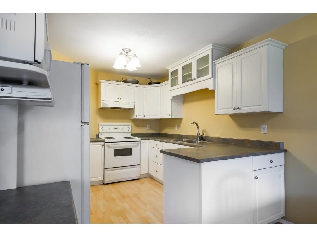 """Main Photo: 104 46451 MAPLE Avenue in Chilliwack: Chilliwack E Young-Yale Townhouse for sale in """"The Fairlane"""" : MLS®# R2623368"""