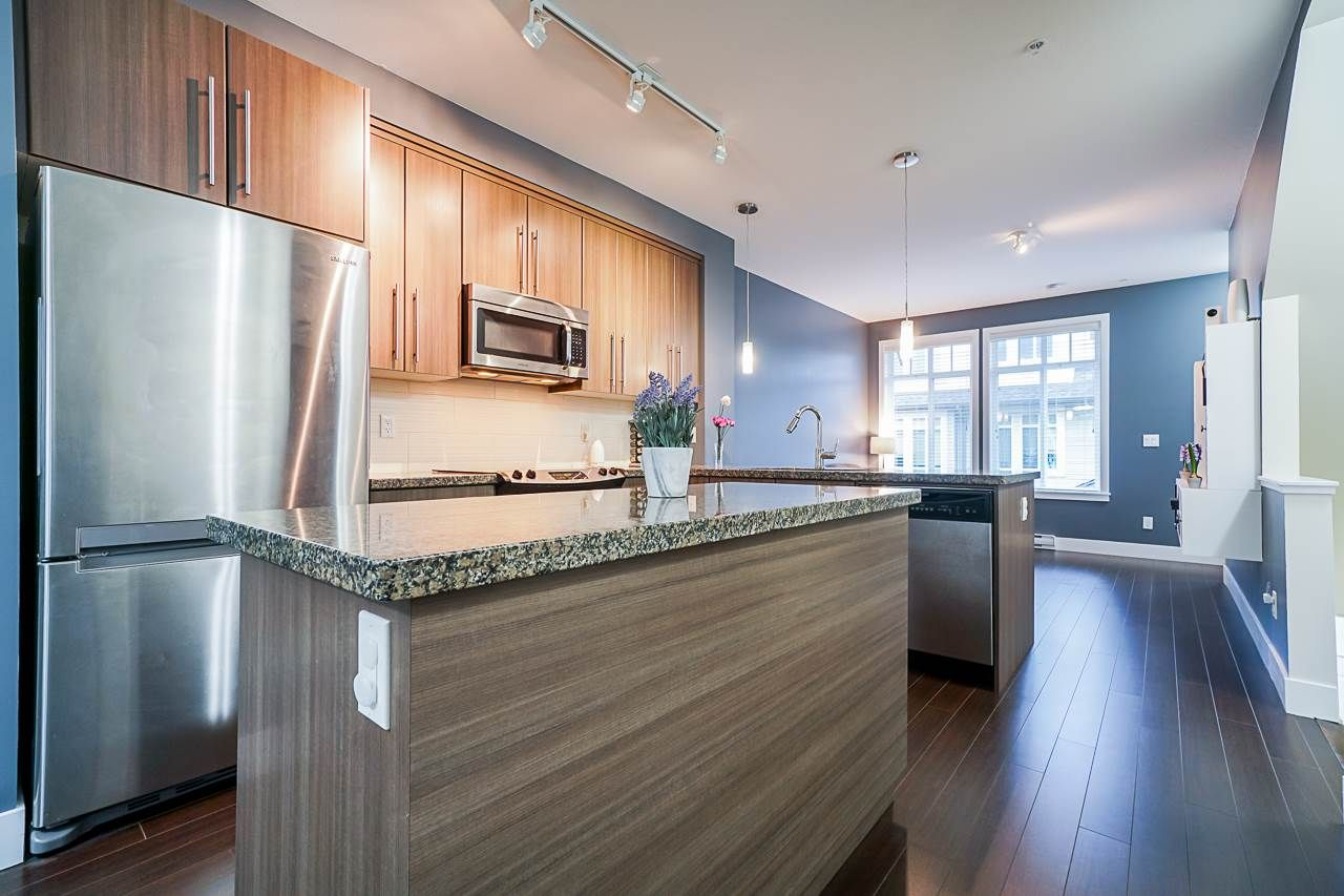 """Main Photo: 36 8250 209B Street in Langley: Willoughby Heights Townhouse for sale in """"Outlook"""" : MLS®# R2518402"""
