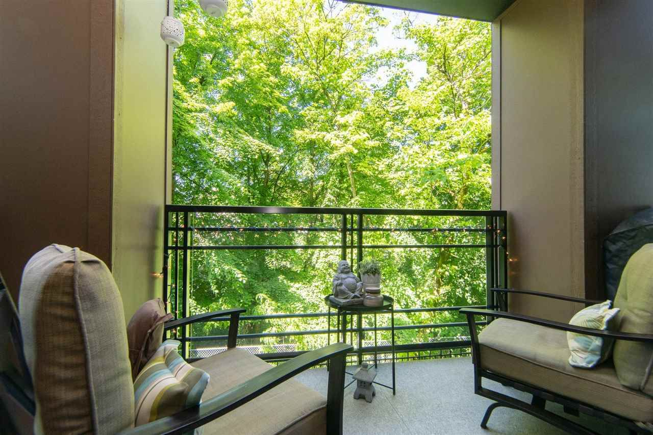 """Main Photo: 206 20058 FRASER Highway in Langley: Langley City Condo for sale in """"Varsity"""" : MLS®# R2587744"""