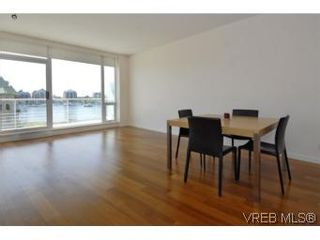Photo 2: 212 68 Songhees Rd in VICTORIA: VW Songhees Condo for sale (Victoria West)  : MLS®# 499543