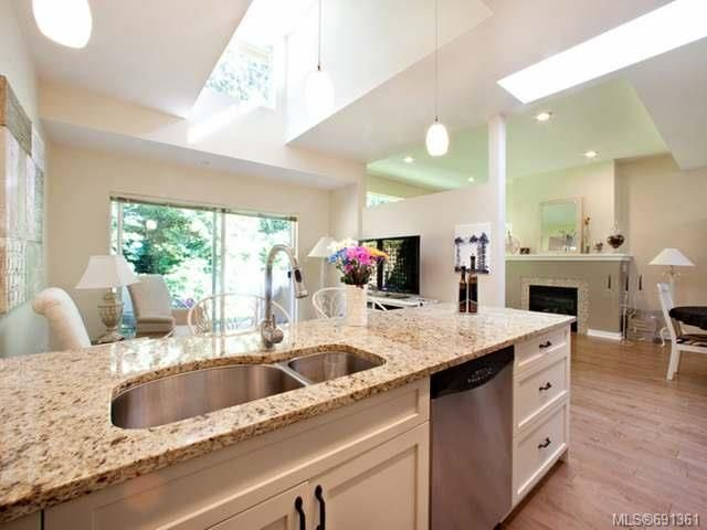Photo 6: Photos: 6 500 Corfield St in PARKSVILLE: PQ Parksville Row/Townhouse for sale (Parksville/Qualicum)  : MLS®# 691361