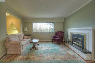 Photo 3: 2268 Gail Pl in SIDNEY: Si Sidney South-East House for sale (Sidney)  : MLS®# 805399