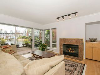 """Photo 8: 1585 MARINER Walk in Vancouver: False Creek Townhouse for sale in """"LAGOONS"""" (Vancouver West)  : MLS®# R2158122"""