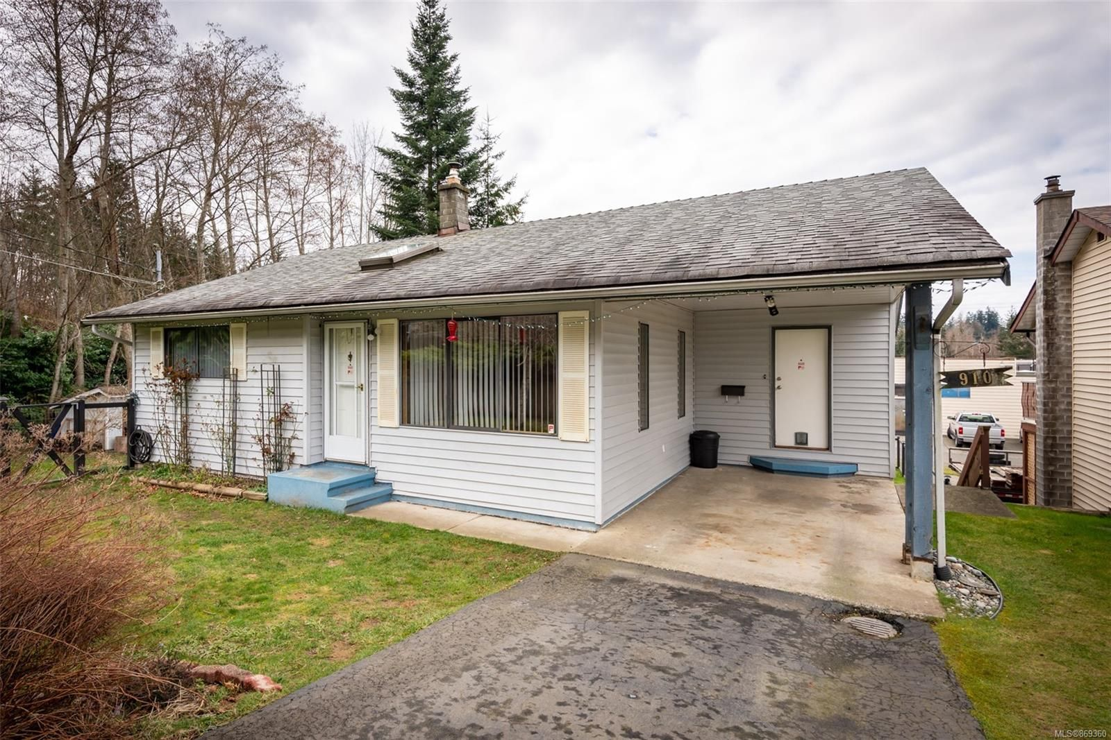 Main Photo: 910 Hemlock St in : CR Campbell River Central House for sale (Campbell River)  : MLS®# 869360