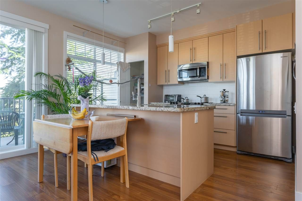 "Photo 5: Photos: 21 8250 209B Street in Langley: Willoughby Heights Townhouse for sale in ""Outlook"" : MLS®# R2352663"