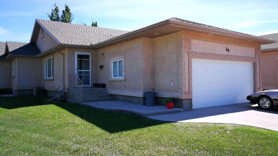 Main Photo: 10 Jack Cavers Place in Portage la Prairie: House for sale : MLS®# 202115024