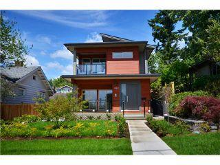 Photo 1: 638 W 15TH ST in North Vancouver: Hamilton 1/2 Duplex for sale : MLS®# V1017915