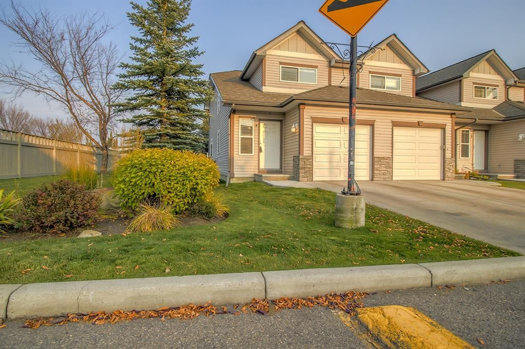 Main Photo: 4 Millview Green SW in Calgary: Millrise Row/Townhouse for sale : MLS®# A1152168