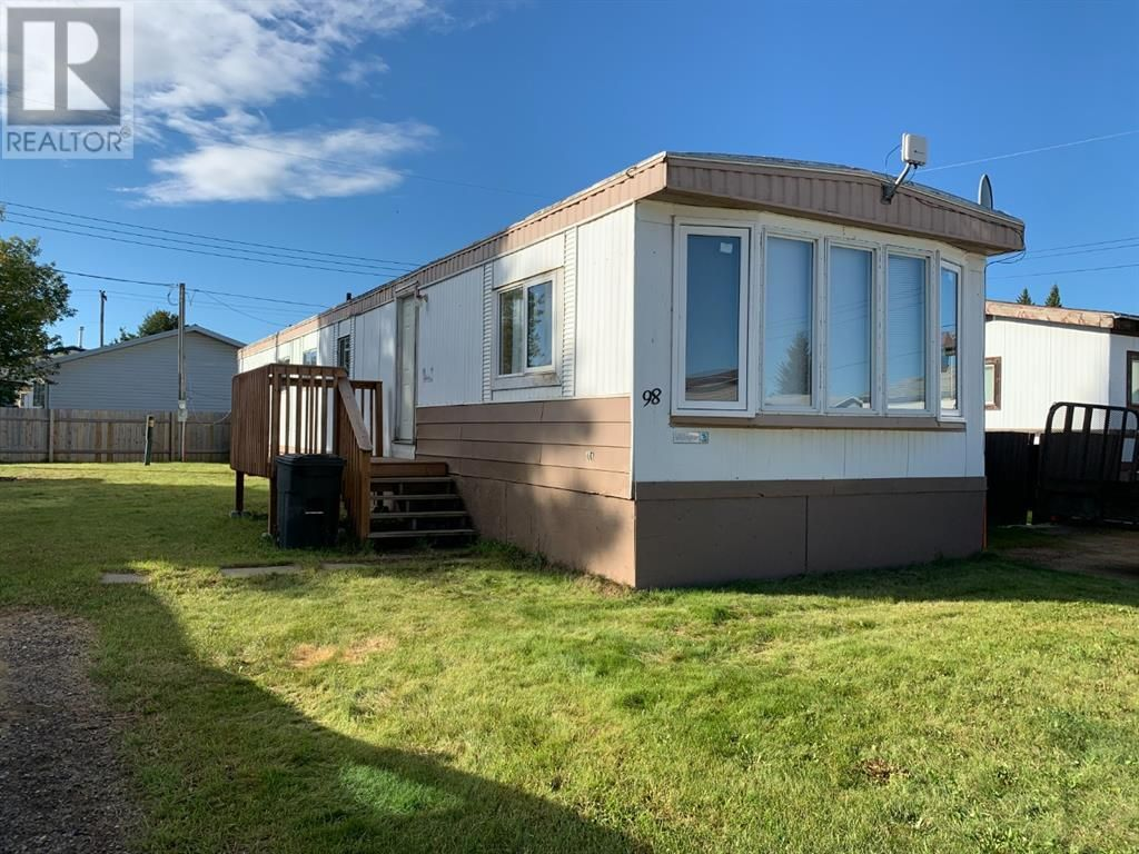 Main Photo: 98, 404 6 Avenue NW in Slave Lake: House for sale : MLS®# A1146262