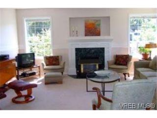 Photo 2: 1010 Colville Rd in VICTORIA: Es Old Esquimalt Half Duplex for sale (Esquimalt)  : MLS®# 482030