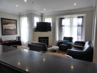 Photo 5: 218 E 10TH STREET in North Vancouver: Central Lonsdale Townhouse for sale : MLS®# R2045615